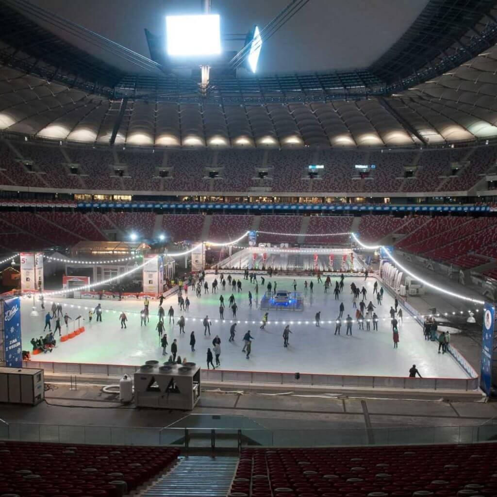 Girlanda LED E27 oświetlająca lodowisko na stadionie narodowym w warszawie